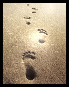 Orme umane sulla sabbia